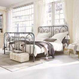 Bed Genouillé
