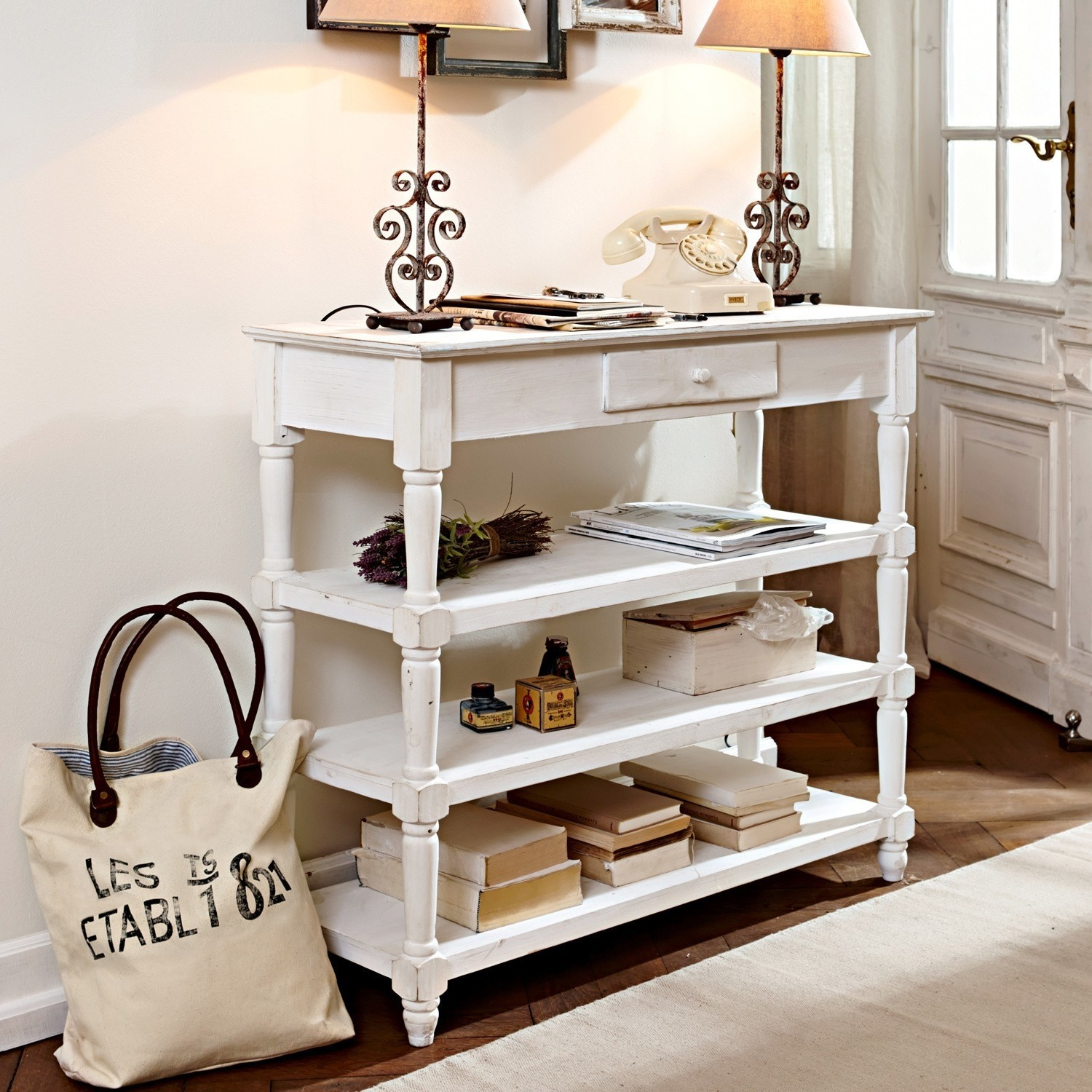Sidetable Euville
